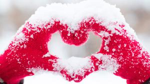 Love Heart From Snow Hands Download HQ Wallpaper